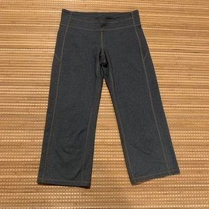 Athleta crop leggings size s
